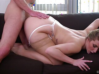 Stud gives hot MILF Paige Turnah everything she was craving and more