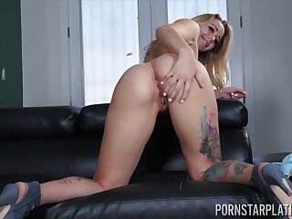 After playing approximately her boobies despondent Jazmin Venerable teases pussy approximately vibe