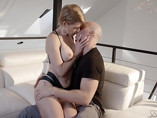 MILF shows not present when be transferred to dick hits her sloppy cunt in rough modes
