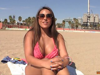 Picking hither hot Colombian milf sunbathing topless not susceptible the beach
